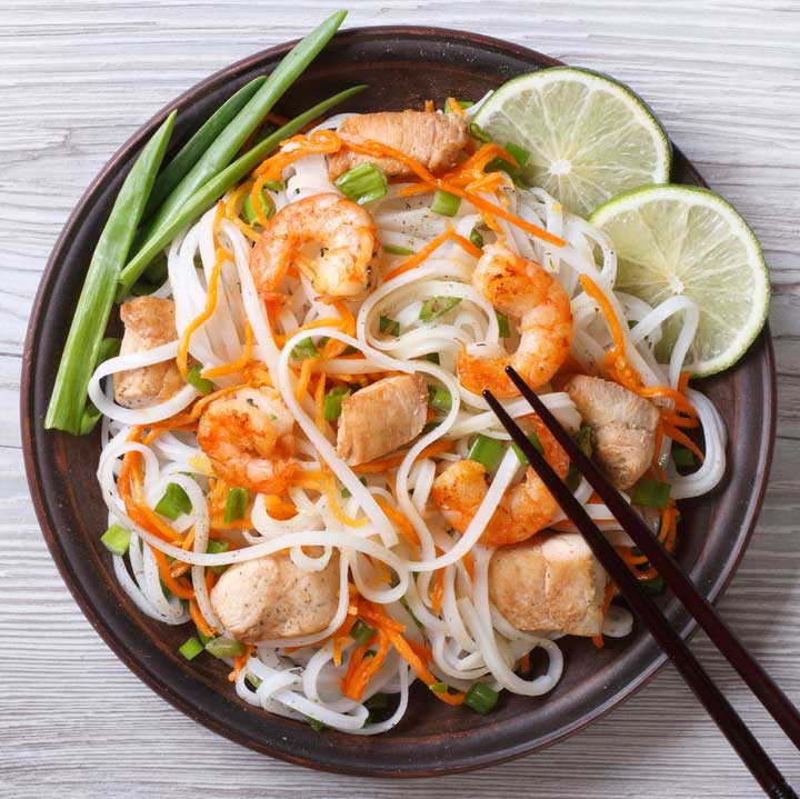 Rice noodles with shrimp and vegetables